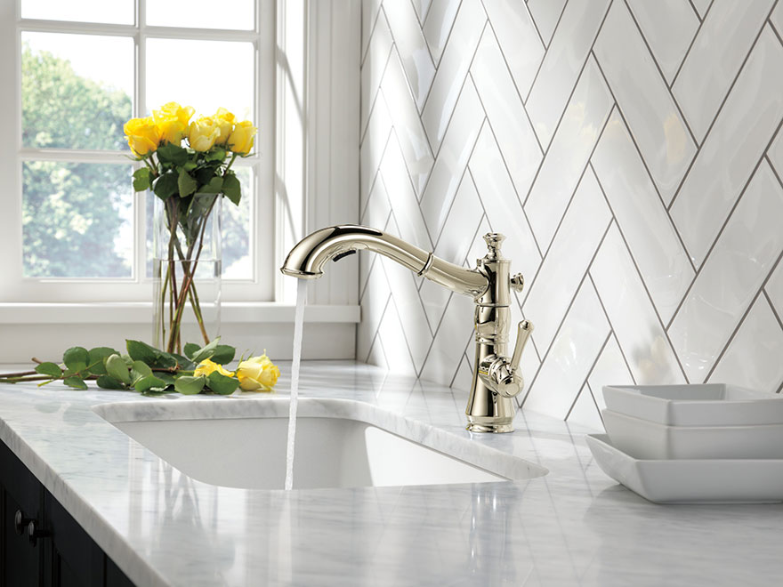 Delta Cassidy Polished Nickel Single Hold Kitchen Faucet With Pull-Out Sprayer