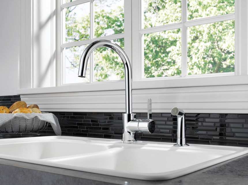 Delta Chrome Single Handle Kitchen Faucet with Chrome Side Sprayer
