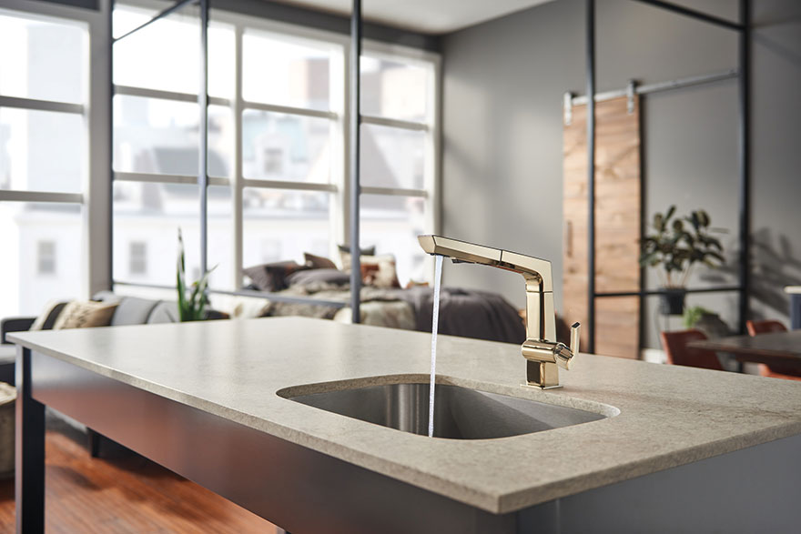 Delta Pivotal Polished Nickel Kitchen Faucet with Pull-Out Sprayer